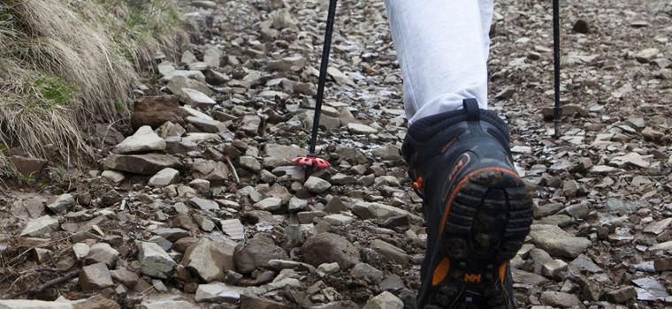 登山靴・トレッキングシューズを履いて快適に歩くには?